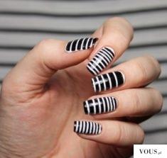 paznokcie a paski biało czarne
