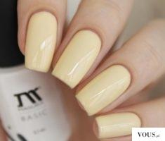 Pastelowo żółte paznokcie
