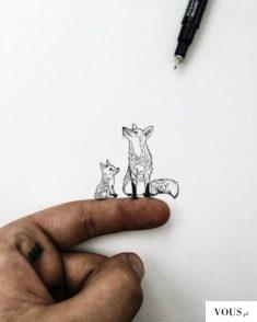 dwa maleńkie liski namalowane długopisem