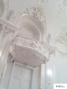 przepiękny balkon w bieli