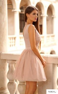 Sukienka nude z cekinową górą, duuużo tiulu :)