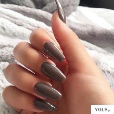 brązowe paznokcie