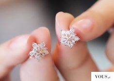 earrings , Does anyone know , where can I find this earrings ? And what is a company ? Does some ...