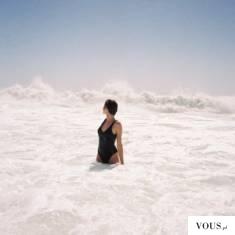 kobieta w morzu