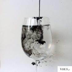 woda z czarnym atramentem