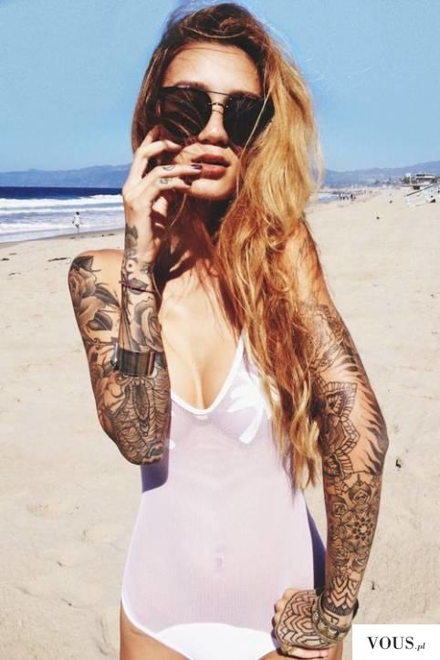 wytatuowane ręce u kobiety, dziewczyna z tatuażami