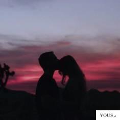 miłość o zachodzie słońca