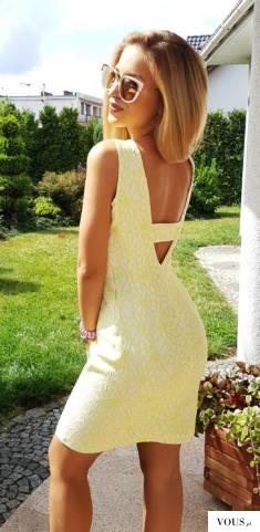 Żółta letnia sukienka z dekoltem na plecach