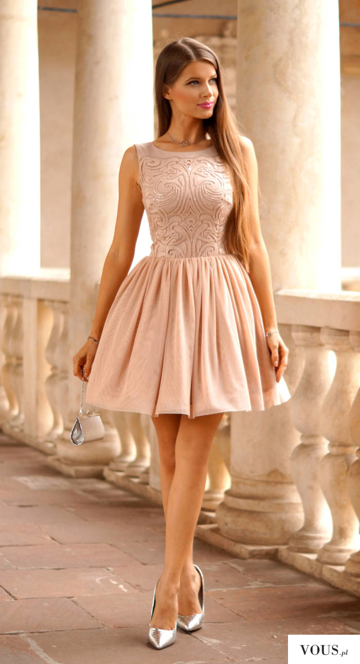 6b257f9fd0b443 Tiulowa sukienka Nude z cekinowa górą. ⋆ VOUS.pl