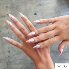różowe paznokcie, efekt syrenki