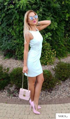 Miętowa sukienka z dekoltem na plecach