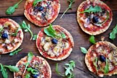 SZYBKA PIZZA NA CHLEBKU PITA – CookMagazine