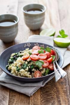 Ciepła sałatka z kaszą bulgur i jarmużem – CookMagazine