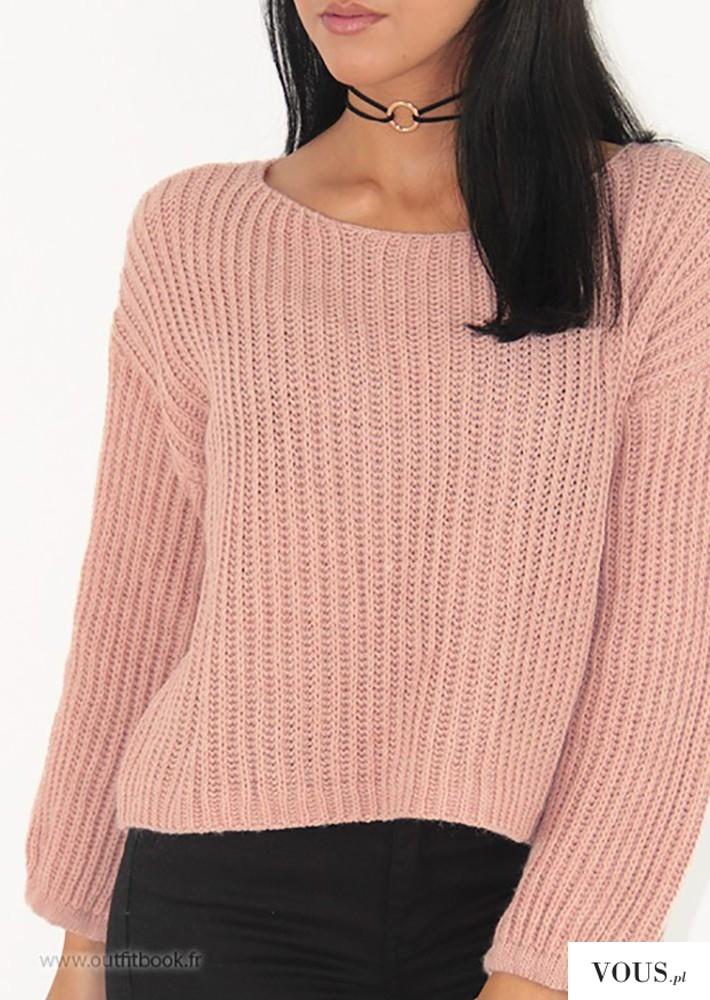 czarny choker z klamrą do różowej bluzki