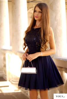Tiulowa, granatowa sukienka z cekinową górą
