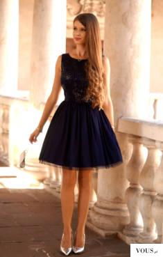 Tiulowa granatowa sukienka z cekinową górą