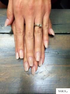 Naturalne długie  przedłużone paznokcie