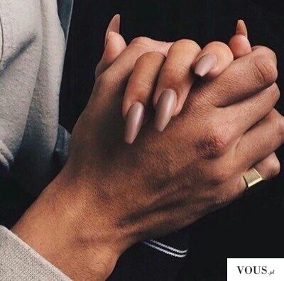 Jak zapuścić długie paznokcie