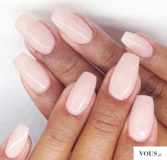paznokcie nude, jak dbać o paznokcie?
