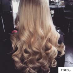 Długie blond włosy
