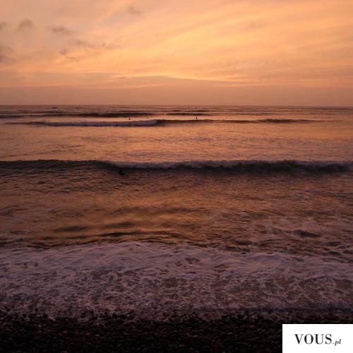 czerwone morze podczas zachodu słońca