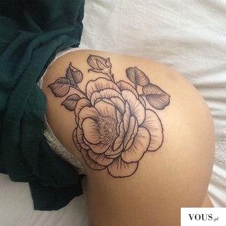 wysportowana pupa, tattoo, tatuaż kwiat