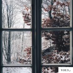 snieg za oknem