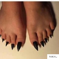 długie paznokcie u stóp