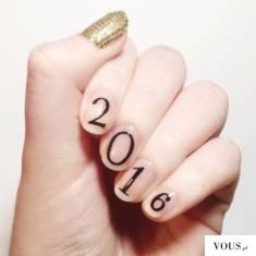 napis na paznokciach / sylwestrowe paznokcie