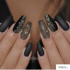brokatowe czarne paznokcie