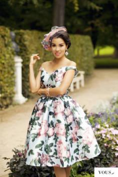 macademian girl w kwiecistej sukience
