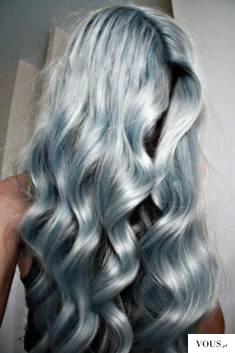 srebrno niebieskie włosy,