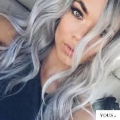 srebrne włosy,