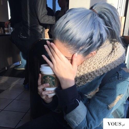 niebieskie włosy,