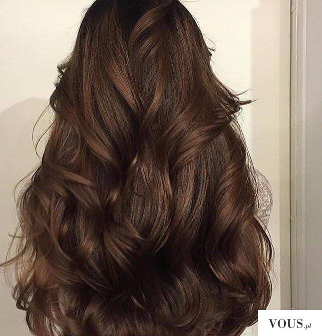 brązowe włosy