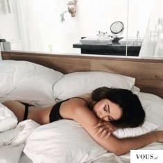 czy można spać na brzuchu?