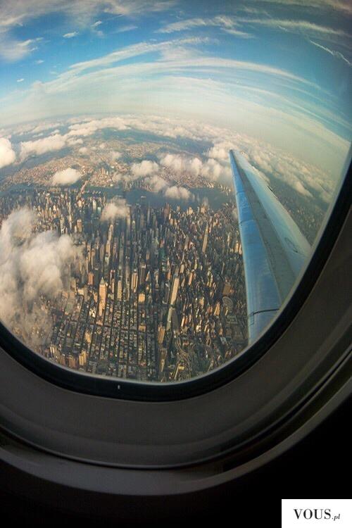 widok z samolotu na miasto