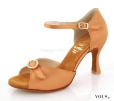 buty taneczne do bachaty z ozdobnymi klamerkami