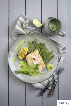 Kremowy sos z natki pietruszki to klasyka kuchni angielskiej. Idealnie pasuje do ryb – tutaj pod ...
