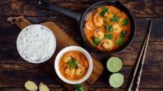 Przepis – Curry z krewetkami na mleku kokosowym z imbirem – Biuro Napoleona