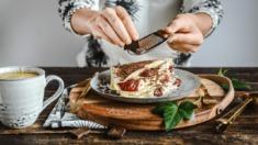 Przepis – Naleśniki z kremem mascarpone i dżemem truskawkowym – Biuro Napoleona