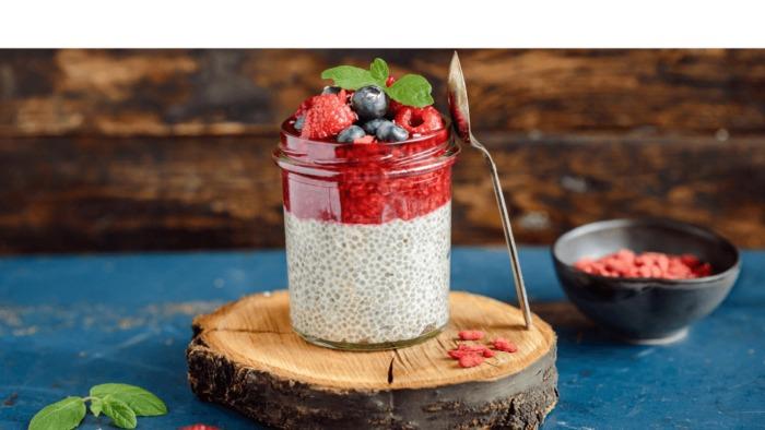 Przepis – Pudding chia na mleku sojowym z malinami – Biuro Napoleona