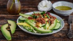 Przepis – Sałatka z komosą ryżową, ogórkiem i mango – Biuro Napoleona