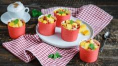 Przepis – Serniczki z mango w polewie z białej czekolady – Biuro Napoleona