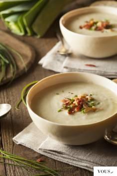 Aksamitna zupa KREM Z MŁODYCH ZIEMNIAKÓW z dodatkiem białej części młodego pora i chrupiącym boc ...
