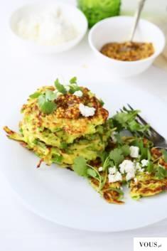 PLACKI CUKINIOWO-POROWE Z FETĄ to smaczny i lekki pomysł na wegetariański obiad lub kolację.