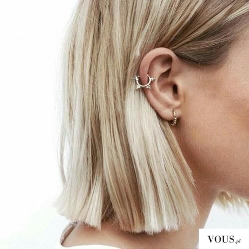 kolczyk i blondynka