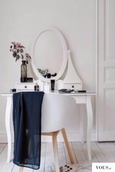 biała toaletka