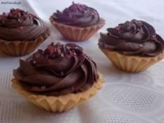 Kruche babeczki z czekoladowym kremem i wiśniami | AleTorcik!