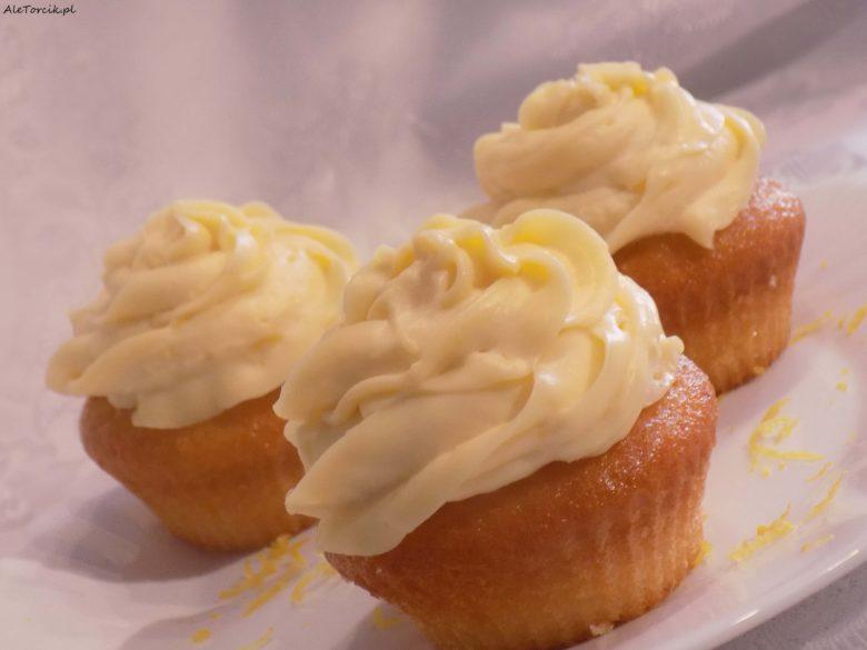 Babeczki cytrynowe nadziewane lemon curd | AleTorcik!